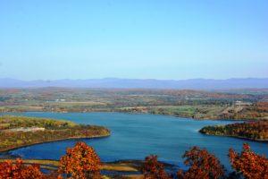 Fall folliage on Mount Defiance