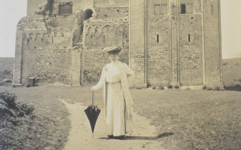 Sarah Pell in front of a castle