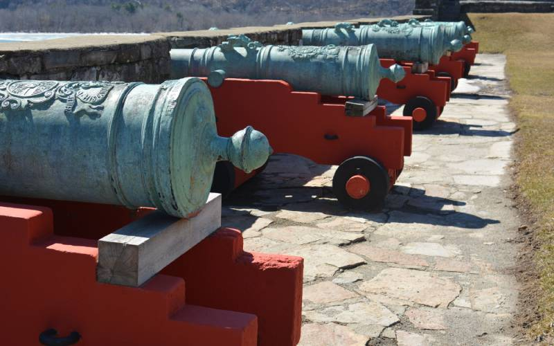 cannons outside of the fort